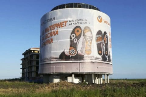 "The ""giants"" in outdoor advertising"